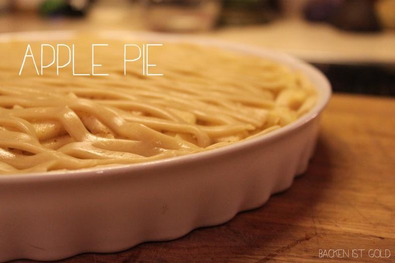 Amerikanisches apple pie Rezept  Deutsch Übersetzt. Das orginal ohne Ei und mit Zimt. Ein einfacher Nachtisch für das Silvesteressen.